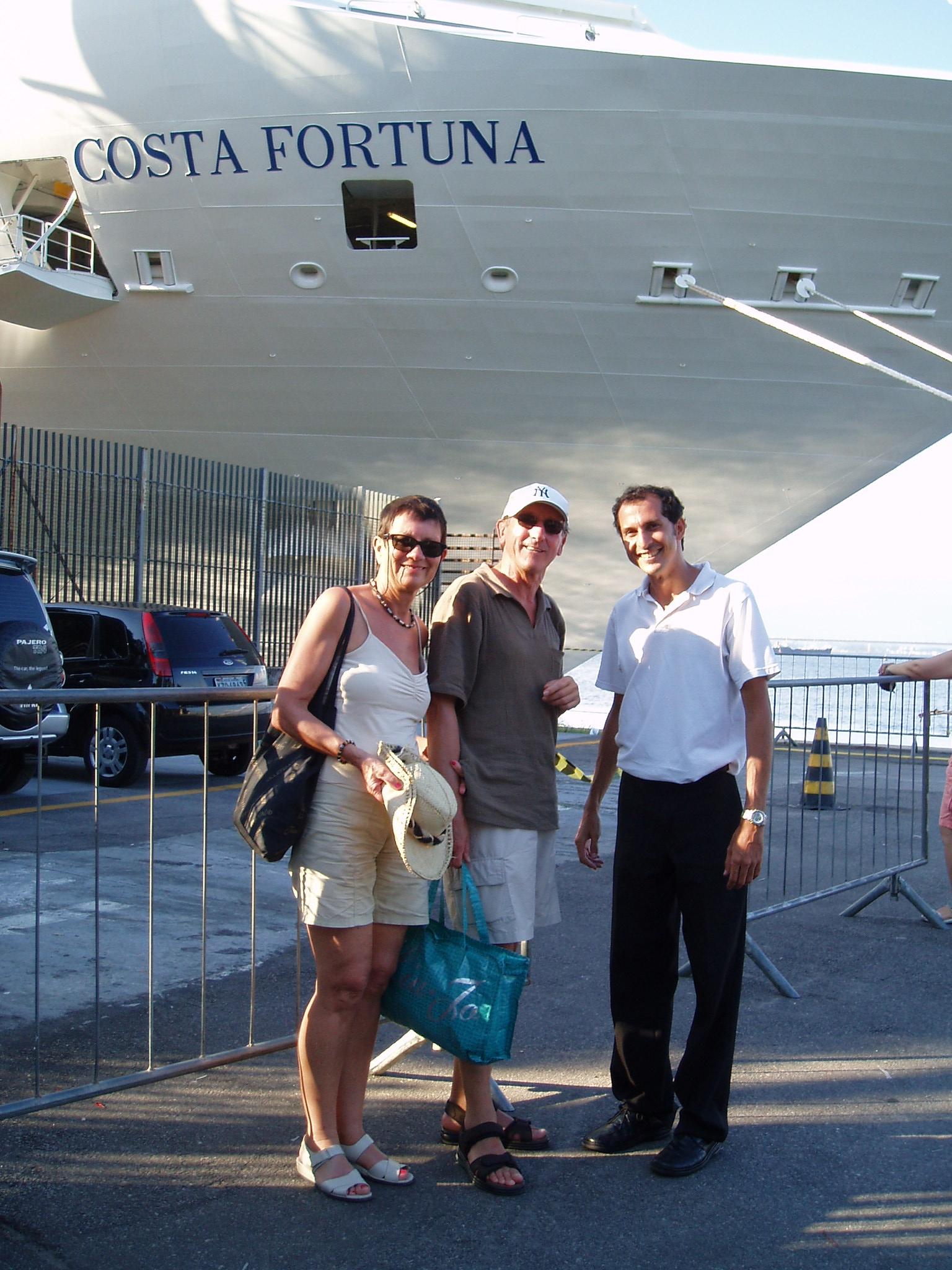 casal-de-strasburg-e-filha-frente-ao-navio.JPG